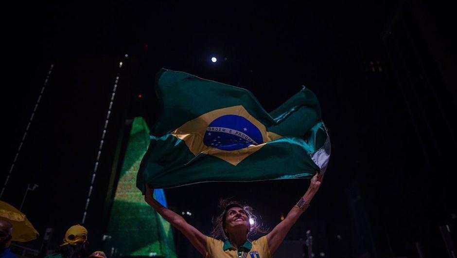 Manifestantes a favor del juicio político contra Dilma Rousseff celebran en las calles de Sao Paulo la decisión del domingo (Crédito: Victor Moriyama/Getty Images)