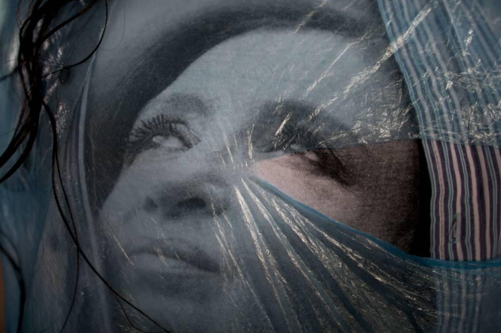 La imagen de la expresidenta argentina Cristina Fernández, en la camiseta de una simpatizante.