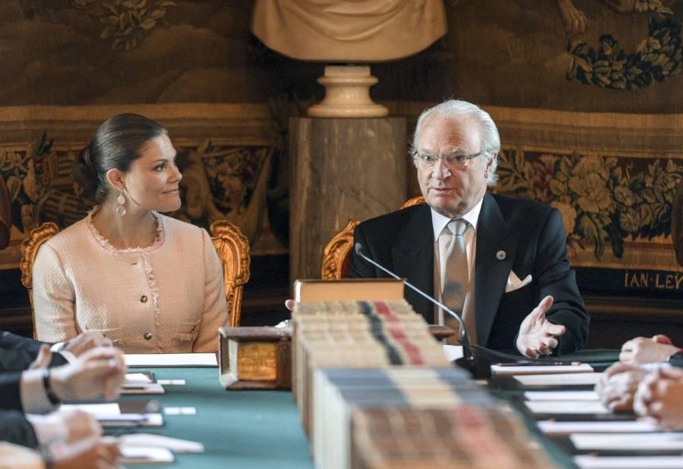 El rey Carlos Gustavo de Suecia y la princesa heredera Victoria presiden una reunión con el Consejo de Ministros este jueves.