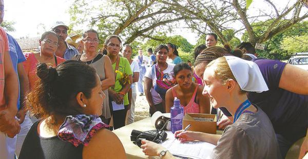 Médicos voluntarios de EEUU Unidos (Medical Ministery Internacional-MMi) se encuentran en el hospital Ichilo del distrito de San Carlos