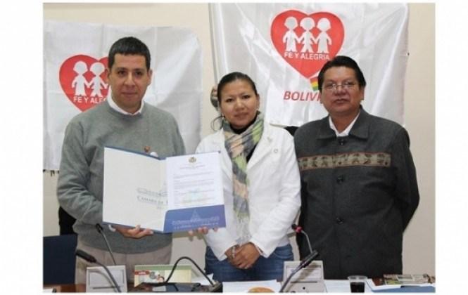 """Diputados otorgan grado de """"Institución Meritoria del Estado Plurinacional de Bolivia"""" a Fe y Alegría"""