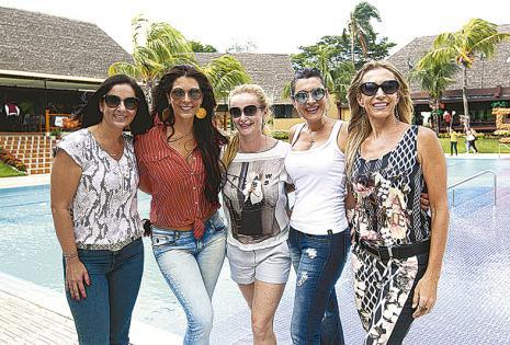 INSEPARABLES DE SIEMPRE. Mónica Ibáñez, Sabine Hesselbarth, Lorena Dresco, Sueli Fleig y Yalile Farah han logrado conformar un hermoso quinteto