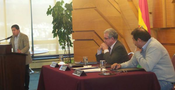 El presidente del BCB y el titular de ENDE firman el convenio mediante el cual el ente emisor otorga un millonario financiamiento