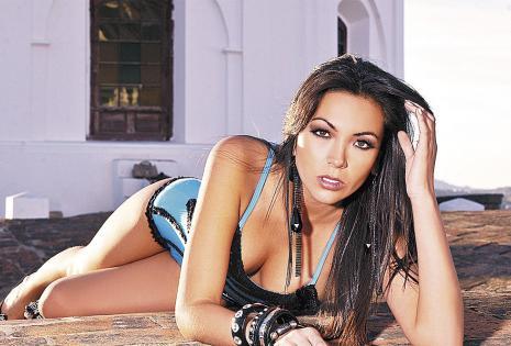Adriana Delgadillo (miss Bolivia Internacional 2013) se dejará sacar selfis en el Banco Ganadero