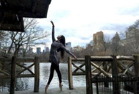 Paola Barrios Berlios viene de una familia de bailarines, su mamá es directora de la academia de danza Bellart. Actualmente es profesora en dicha academia, además estudió Arte en Chile