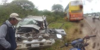 Un muerto en choque entre bus y vagoneta en la ruta a Yacuiba