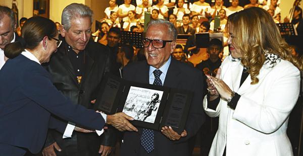 Marcelo Araúz brindó un emotivo discurso antes de recibir el premio