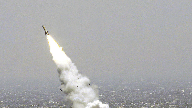 Un misil lanzado del submarino chino durante los ejercicios conjuntos con Rusia