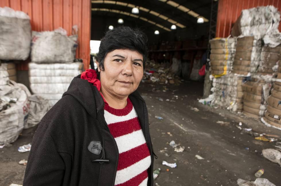 Nora Rodríguez, en la cooperativa de reciclaje de residuos Bella Flor, en el Ceamse.