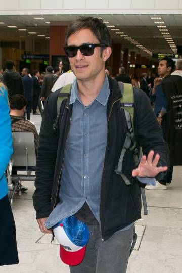 Gael Garcia Bernal, a su llegada al aeropuerto de Niza.