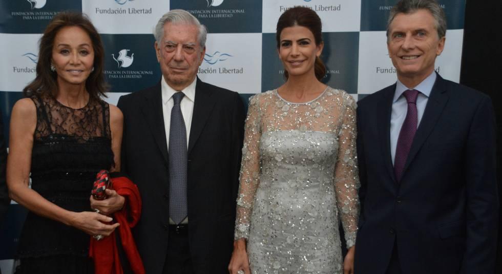 Mario Vargas Llosa, su esposa Isabel Preysler, el presidente de Argentina Mauricio Macri y su esposa Juliana Awada, el 4 de mayo.
