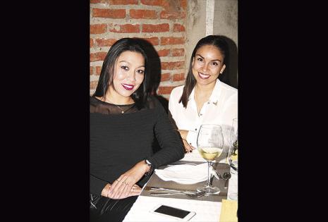 Fabiola Suárez y María Belén Lijerón . Este par de amigas es amante del buen vino y no podía faltar al lanzamiento
