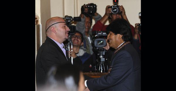 El presidente morales acudió al acto de posesión y felicitó a Tezanos