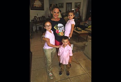 """Valeria Rodríguez y Sus Tres Bellos.  Tenía 19 cuando Luciana (11) nació, hoy completan la foto Agustín (5) y Antonella (3). """"Nunca supe tomar con sabiduría, madurez y fortaleza los golpes que me dio la vida antes de mis 18, pero con la llegada de mi 'Lu'"""
