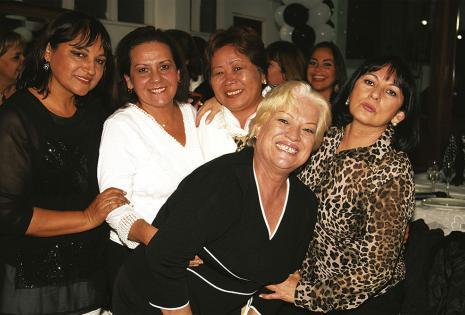 Dolly Revollo, Lenny Paz, Olinda Miyasato, Neisa Valenzuela y Tery Sanguino, pura chispa este grupo de excompañeras