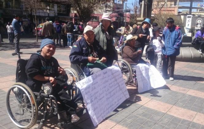 A un mes de la vigilia, discapacitados sufren enfermedades y la indiferencia estatal