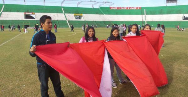 Los estudiantes llegaron desde temprano al estadio Ramón Tahuichi Aguilera para practicar