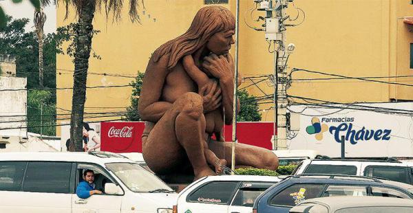 La Madre India es un emblema de la ciudad; representa la maternidad de nuestras etnias