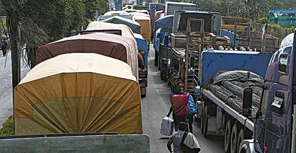 Estiman que 2.000 camioneros participarán del bloqueo de vías