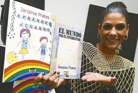 NOVEL. La actriz Janaina Prates presentó dos libros en la FIL 2016