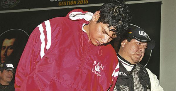 Uno de los detenidos                      por el robo de la farmacia