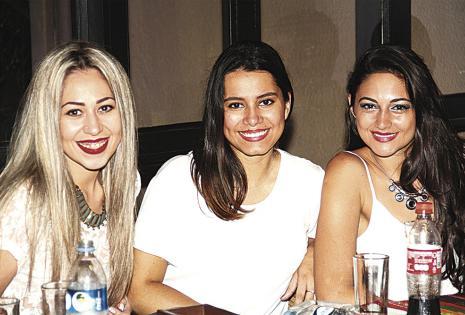 Gabriela Souza, Ximena Parada y Denisse Monasterio, esperan con ansias el viaje a México