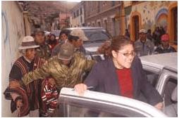 """Nueva agresión: diputada es """"chicoteada"""" por comunarios de Oruro"""