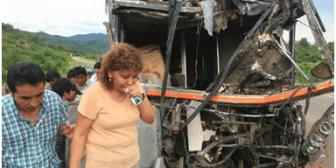 12 fallecidos y más de 80 heridos en accidente de tránsito
