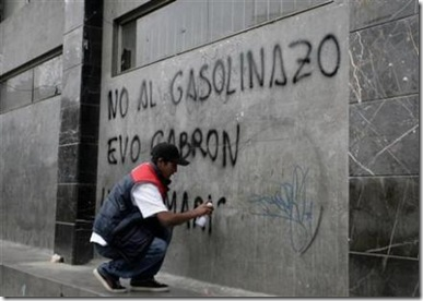 1305586377-brota-violencia-bolivia-gasolinazo