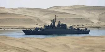 Naves de guerra iraníes cruzan el Canal de Suez