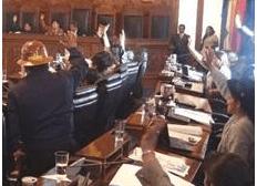 MAS aprueba ley que autoriza espionaje telefónico; Oposición: es un nuevo instrumento de persecución política