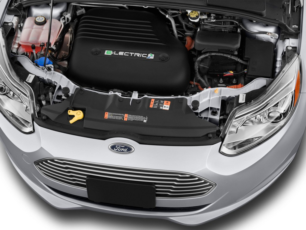 2014-Ford-Focus-Electric-engine
