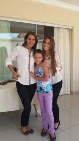 Sofía con su mamá Patricia y su hermana Andrea