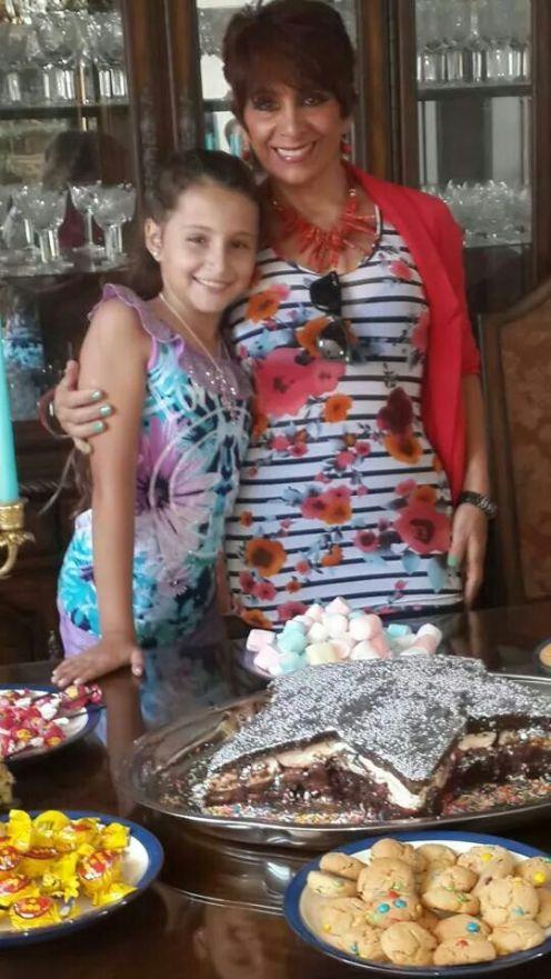 Sofía y la abuela Patricia Urenda