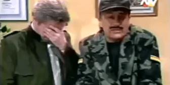 Roberto en tono militar
