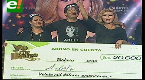 La ganadora Adele junto a sus padres