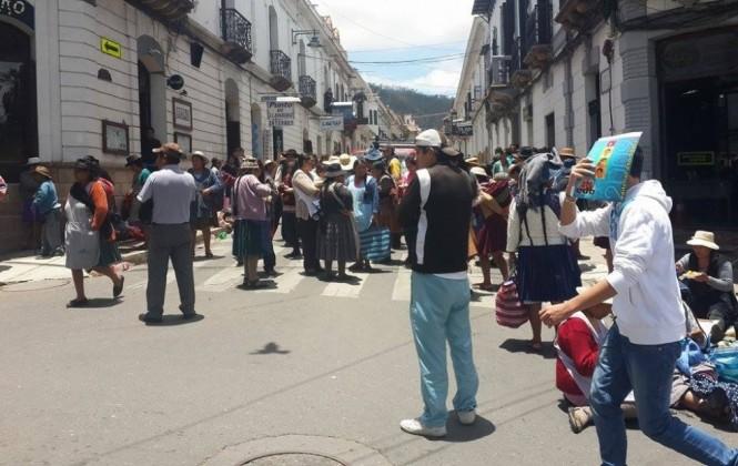 Sucre: Vea como un grupo de comerciantes se resistieron violentamente a ser reubicados por el municipio