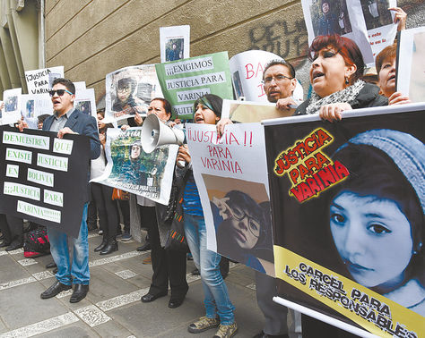 Fiscalía. Familiares y amigos de Varinia Buitrago piden justicia.