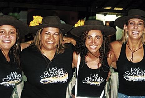 Marcia Calabi - El Mañanero (Red Uno). Es parte del grupo Churas comadres, hoy festejará y sumará una comadre más a la lista de las 10 que ya tiene. Vive en Santa Cruz hace 25 años