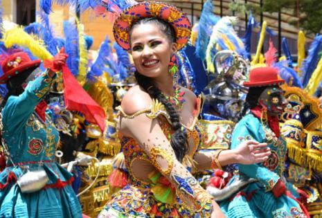 """La danza de la """"Diablada"""" abrió este sábado el festival folclórico de Oruro, la mayor fiesta de Bolivia y patrimonio de la Unesco"""