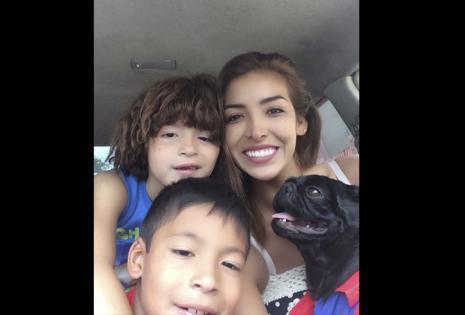 La magnífica Katerine Barba y sus hijos