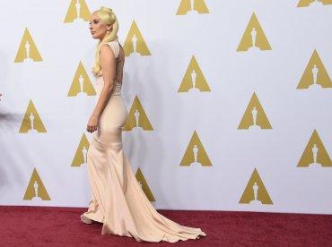 Lady Gaga fue una de las que más llamaron la atención durante el almuerzo con los nominados a los premios Oscar 2016