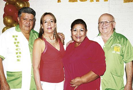 Juan Arteaga, Sonia Camacho, Deisy Osinaga y Eduardo Aguilera, agradecidos con la cena bufé que se invitó