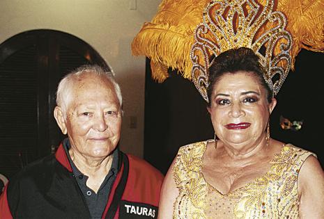 Daniel Rivero  y Jenny Paz (Reina De Antaño)
