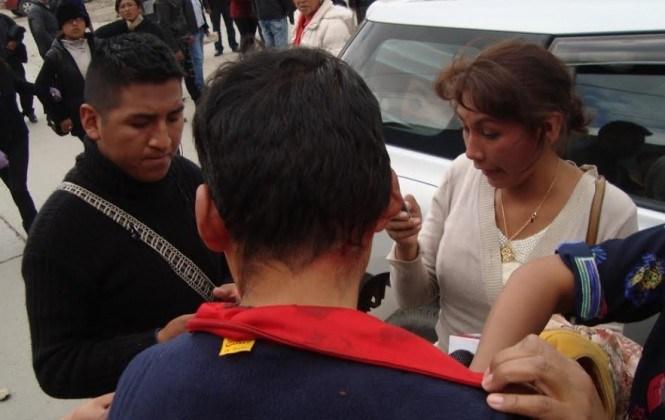 Al menos cinco periodistas y un camarógrafo fueron agredidos en El Alto