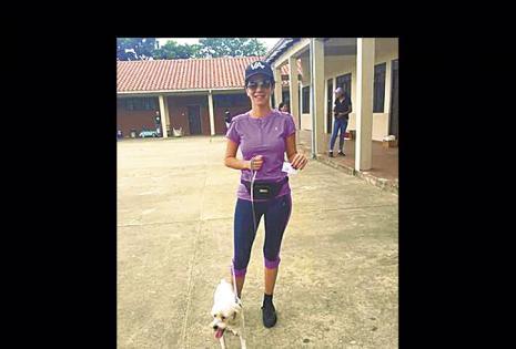 Vanessa Áñez y Rambito llegaron hasta el colegio La Madre