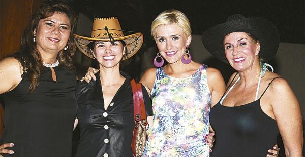 Gaby Arriaga, Fátima Rivas, Lorena Villalobos e Ingrid Téllez se reúnen una vez al mes con baile, karaoke y muy buena onda