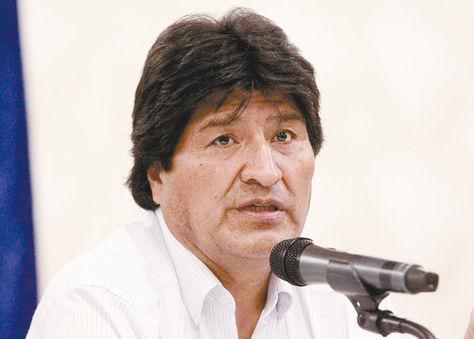 El equipo jurídico de la demanda marítima se  reunió en Santa Cruz. Morales anunció otra cita con expresidentes para después del referéndum.