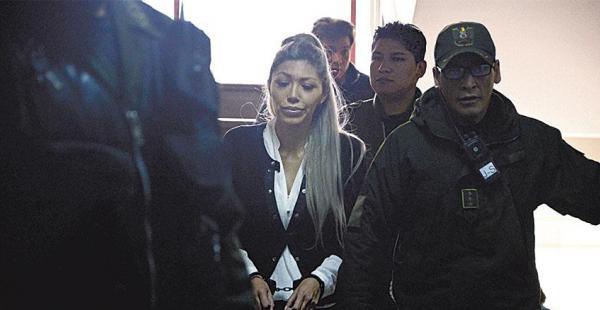 Gabriela Zapata, la expareja del presidente Morales, cuando era conducida al penal de mujeres