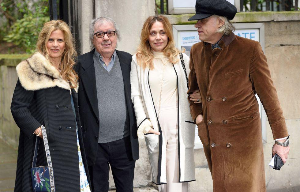 Suzanne Wyman, Bill Wyman, Jeanne Marine y Bob Geldof, el pasado sábado en la boda de Murdoch.